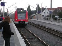 ÖPNV: S-Bahn S1 am Haltepunkt Jügesheim