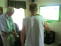 Alter Mann spielt Wii: Videospiele haben therapeutisches Potenzial. Bild: FlickrCC/Diaper