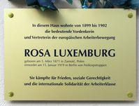 Rosa-Luxemburg Gedenktafel am Haus Wielandstraße 23 in Berlin-Schöneberg