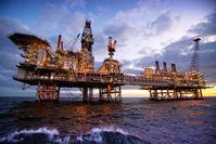 """Ölplattform im Kaspischen Meer - High-Tech für Petrochemie, Öl- und Gasindustrie ist in Aserbaidschan sehr gefragt, das Investitionsklima unverändert gut.  Bild: """"obs/SOCAR Deutschland/Socar Deutschland"""""""
