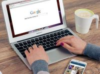 Google markiert relevante Information.