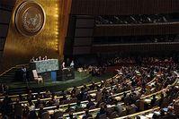 Ein Vertreter eines UN-Mitgliedstaates hält eine Rede in der Vollversammlung. Bild: wikipedia.org