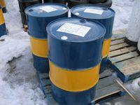 Ein typisches Standardfass (55 gallon drum) fasst keineswegs genau ein Barrel, sondern etwa 205 bis 216,5 Liter, also ca. ⅓ mehr. Die Abmessungen betragen dabei etwa 585 mm Durchmesser bei einer Höhe von 880 mm.[3][4]