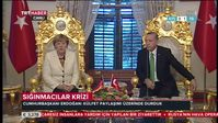 Archievbild: Merkel und Erdogan in Istanbul. Merkel repräsentiert die BRD mit der Türkischen Nationalflagge.