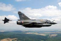 Zwei Mirage 2000D im Flug