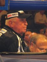 Boxtrainer Ulli Wegner am Ring