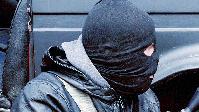 Maskierte Person (Symbolbild)