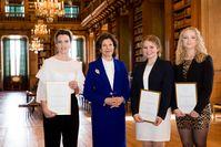In Stockholm zeichnet Königin Silvia von Schweden die Gewinner des Queen Silvia Nursing Awards aus. Hier die Preisträger des Jahres 2016. Bild: ots