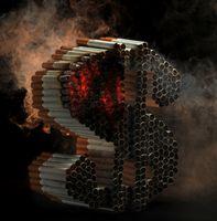 Brennende Zigaretten in Form eines Dollarzeichens, Teil einer Anti-Rauch-Kampagne des US-amerikanischen Verteidigungsministeriums