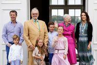 """Die dänische Königsfamilie während der Sommerfrische auf Schloss Gravenstein. Bild: """"obs/ZDF/Patrick van Katwijk"""""""