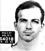 Lee Harvey Oswald nach der Verhaftung