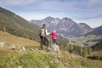 In drei abwechslungsreichen Tagesetappen wandern kleine und große Bergsteiger durch die faszinierende Bergwelt des Alpbachtals. Bild:     Alpbachtal Seenland Tourismus / Sedlak Matthias
