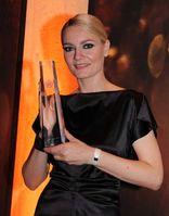 Martina Hill mit dem Deutschen Fernsehpreis 2012