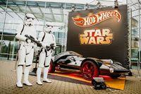 Das Hot Wheels Star Wars Darth Vader Fahrzeug in Lebensgröße auf der Spielwarenmesse Nürnberg. Bild: obs/Mattel GmbH/2015