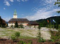 Schloss Elmau, Zufahrt und Eingangsseite von Osten