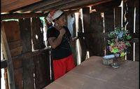 Genivaldo Veras Mutter an seinem Grab. Er wurde 2009 erschossen. Bild: Public Ministry, MS/Survival