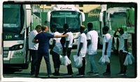 Spanien schickt afrikanische Migranten unregistriert per Fernbus des Roten Kreuzes Richtung Deutschland