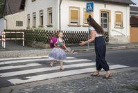 """Nicht immer ist der kürzeste der beste Weg: Ein Schulweg sollte vor allem sicher sein. Bild:""""HUK-COBURG/Hagen Lehmann Cobug"""""""