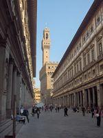 Uffizien, fotografiert in Richtung der Piazza della Signoria, hinten Palazzo Vecchio