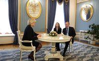 Marine Le Pen und Vladimir Putin in Moscow on 24 March 2017 (Symbolbild)