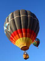 Zwei Heißluftballons in der Luft