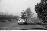 Transport eines Weihnachtsbaums 1972