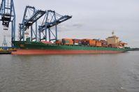 Containerschiff im Hafen von Tilbury