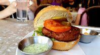 Ein vegetarischer Burger oder auch Veggie Burger (Symbolbild)