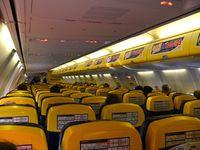 Kabine einer Boeing 737-800 der Ryanair