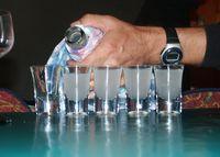 Kalter Ouzo in Gläsern (Symbolbild)