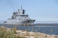 """Erstes Einlaufen der Fregatte ,,SACHSEN-ANHALT"""" in ihren zukünftigen Heimathafen Wilhelmshaven. Bild: PIZ Marine Fotograf: Obermaat Kim Brakensiek"""