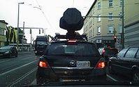 Google Street View Fahrzeug. Die Technik auf dem Dach ist abgedeckt. Bild: Zoidy
