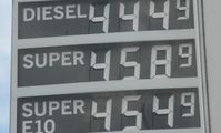 Den Grünen ist das Benzin und Diesel noch immer viel zu günstig (Symbolbild)