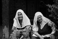 Alte Uigurinnen in Kaxgar mit bedeckten Köpfen (2008)
