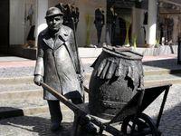 Bauer mit Güllefaß (Symbolbild)