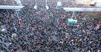 Tausende friedliche Demonstranten protestieren für Friede, Freiheit und gegen eine Diktatur am 07.11.2020.