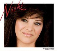 """Als quirliges """"Bayerisches Cowgirl"""" wurde Nicki mit zahlreichen Hits, die zum offiziellen """"Bayerischen Kulturgut"""" avancierten, bekannt. Jetzt wagt die Sängerin und zweifache Mutter nach einer gesundheitlichen Zwangspause den Neuanfang mit einer CD, die sie schlicht unter das Motto """"Passt scho"""" stellte. Bild: obs/DA music"""