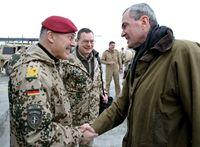 Königshaus (mitte) während einer Afghanistan-Reise (2011)