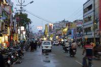 Die größte Einkaufsgegend: Cross Cut Road, von Coimbatore.
