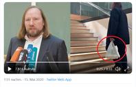 """Bildhälfte links: """"Deutschland ist beim Vermeiden von Verpackungsmüll Schlusslicht innerhalb der Europäischen Union."""" – Anton Hofreiter  Bildhälfte rechts: @DigitalerC begegnet zufällig Anton Hofreiter im Jakob-Kaiser-Haus neben dem Reichstag…"""