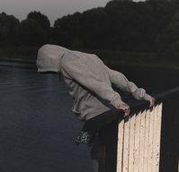 Auf der Brücke: Instagram verbannt Inhalte.