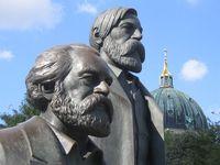 Das Marx-Engels-Denkmal auf dem Marx-Engels-Forum. Bild: Manfred Brückels / wikipedia.org