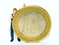 Wer hart für ein hohes Einkommen arbeitet, gibt es ungern her. Bild: pixelio.de/Hofschläger