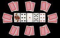 Texas Hold'em-Pokertisch mit acht Spielern (dargestellt durch deren verdeckte Pocket cards) und den aufgedeckten Board cards