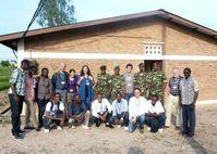 Das Projektteam mit Wissenschaftler(inne)n der Universität Konstanz, der Universität Lumière und Militärpsychologen der burundischen Armee. Quelle: Foto: Projektgruppe Burundi, Universität Konstanz (idw)