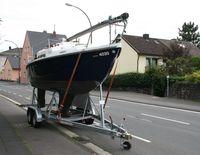 Bootstrailer mit Segelboot