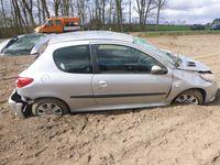 Im Bereich Bahnsen verunfallter Peugeot einer 26-Jährigen - 13.04.21 Bild: Polizei