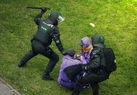 Polizeibeamte verprügeln G20 Demonstranten (Symbolbild)
