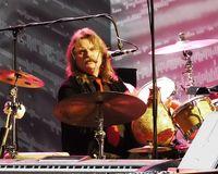 bei einem Live-Auftritt im März 2010