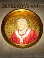 Das Medaillon des jetzigen Papstes Benedikt XVI. in St. Paulus vor den Mauern